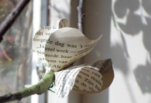 bloemen maken van boeken DIY