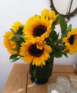 Vaas met zonnebloemen - Herfst ideeën creatief met boek